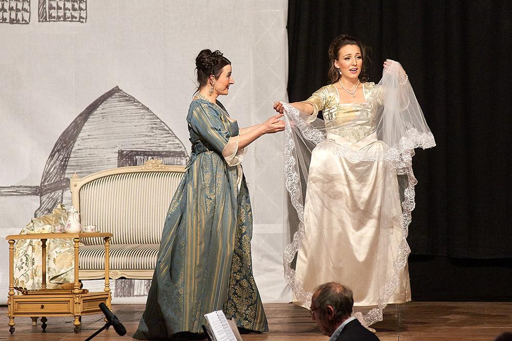 "Allegro Vivace - ""Der Bettelstudent"", Silke Hartstang, Linda Hergarten"
