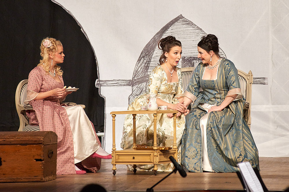 "Allegro Vivace - ""Der Bettelstudent"", Barbara Felicitas Marin, Linda Hergarten und Silke Hartstang"