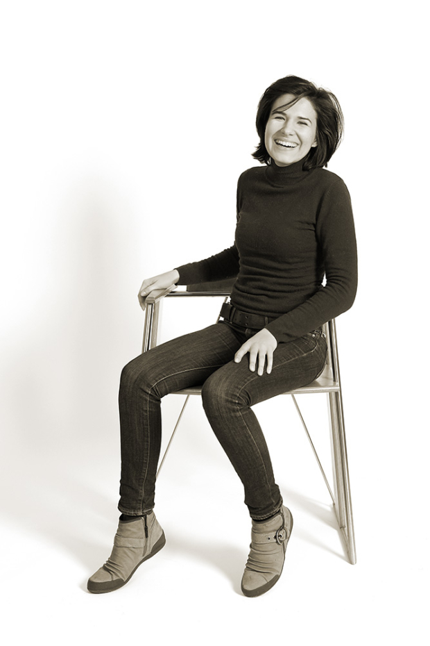 Portrait auf Stuhl von Heinz Gumpert