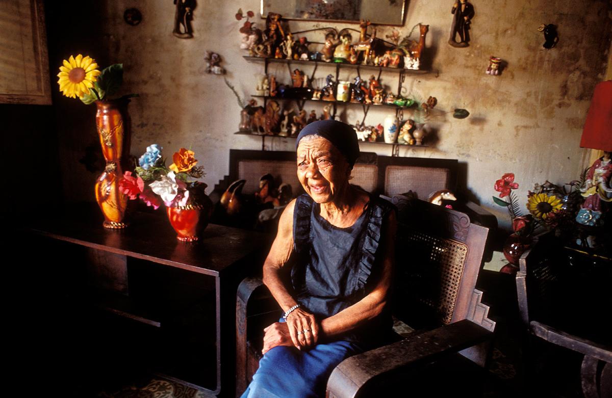 Kuba - Alte Dame in ihrem Wohnzimmer