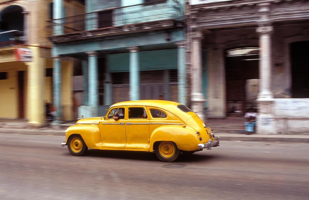 Kuba - Gelbes Auto in Havanna
