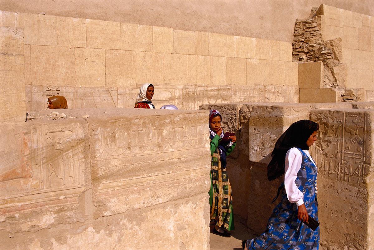 Frauen im Habu-Tempel
