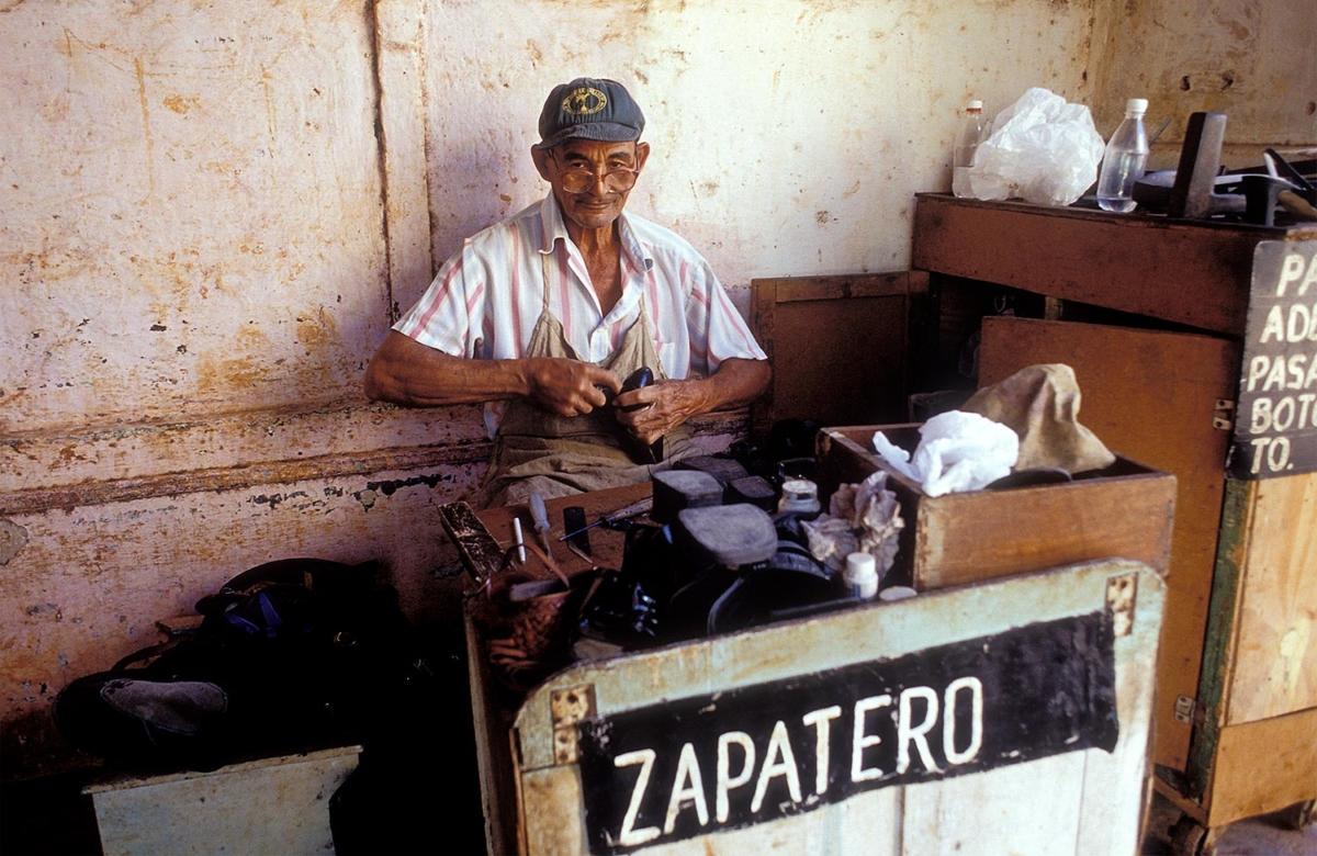 Kuba - Schuster in Havanna