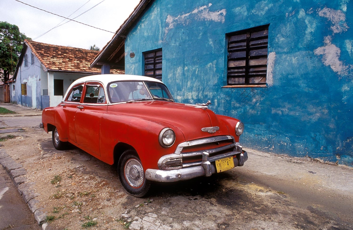 Kuba - Rotes Auto in Havanna